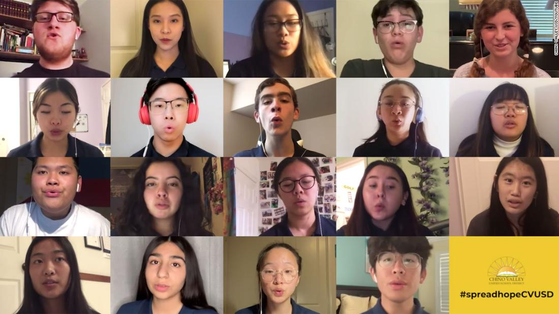 Όταν η χορωδία του λυκείου συναυλία ακυρώθηκε, η τεχνολογία βοήθησε τους να τραγουδήσουν μαζί