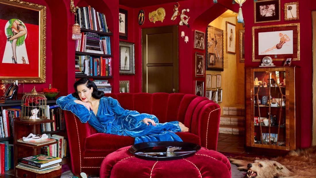 Burlesque-star Dita Von Teese öffnet die Tür zu Ihrem atemberaubenden home