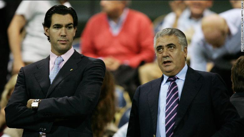 Lorenzo Sanz พบกับ Lorenzo Jr. ลูกชายของเขาก่อนการแข่งขัน A ระหว่าง Parma และ Juventus ในปี 2005