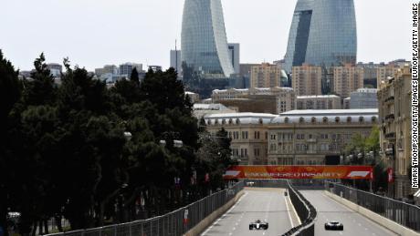Valtteri Bottas și Sergey Sirotkin sunt pe drumul cel bun în timpul testelor pentru Marele Premiu de Formula 1 din Azerbaidjan din 2018.