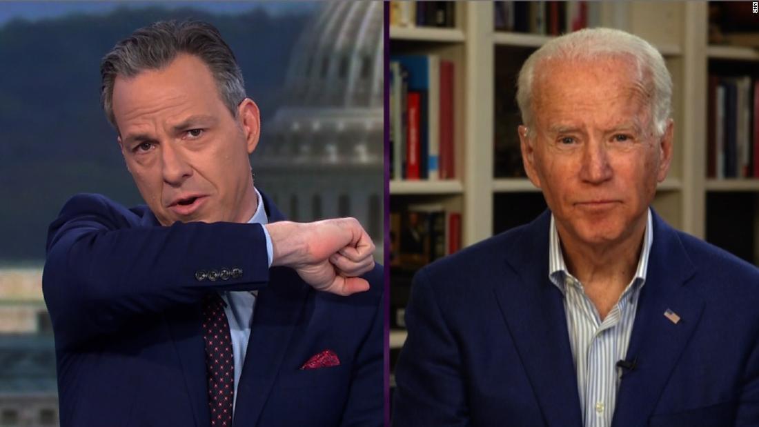 Tapper berät Biden auf geeignete Weise zu Husten während interview
