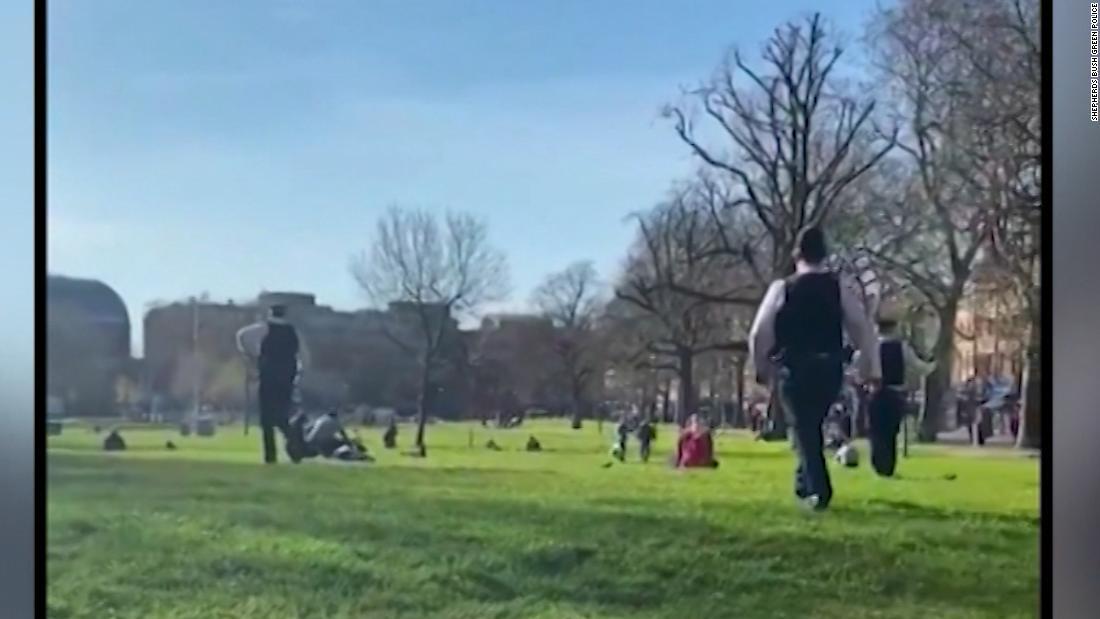 Offizier unterbricht Sonnenanbeter: Dies ist kein Urlaub