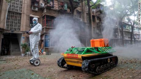 Roboții ne-ar putea ajuta să luptăm împotriva viitoarelor pandemii. Iată cum doresc experții să ne ajute acum