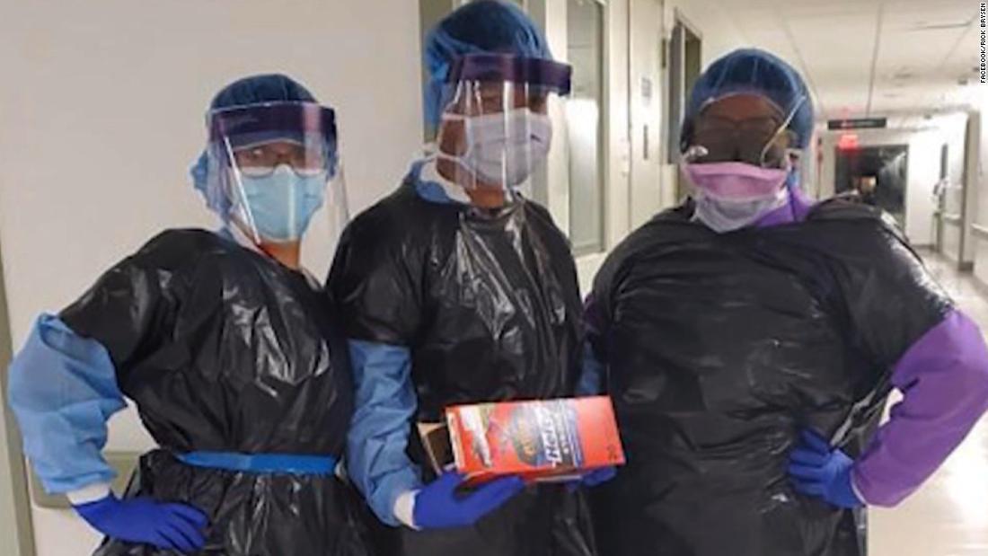 Δείτε γιατροί αντιδρούν στην φωτογραφία νοσοκόμες φορούν σακούλες σκουπιδιών