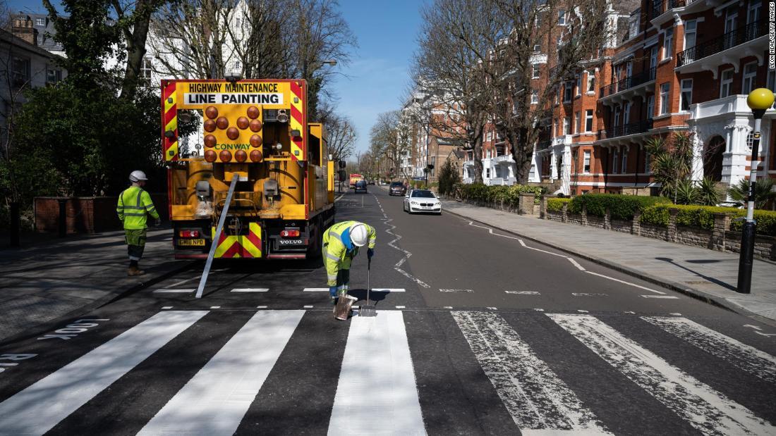 London-Abbey Road neu gestrichen inmitten coronavirus lockdown