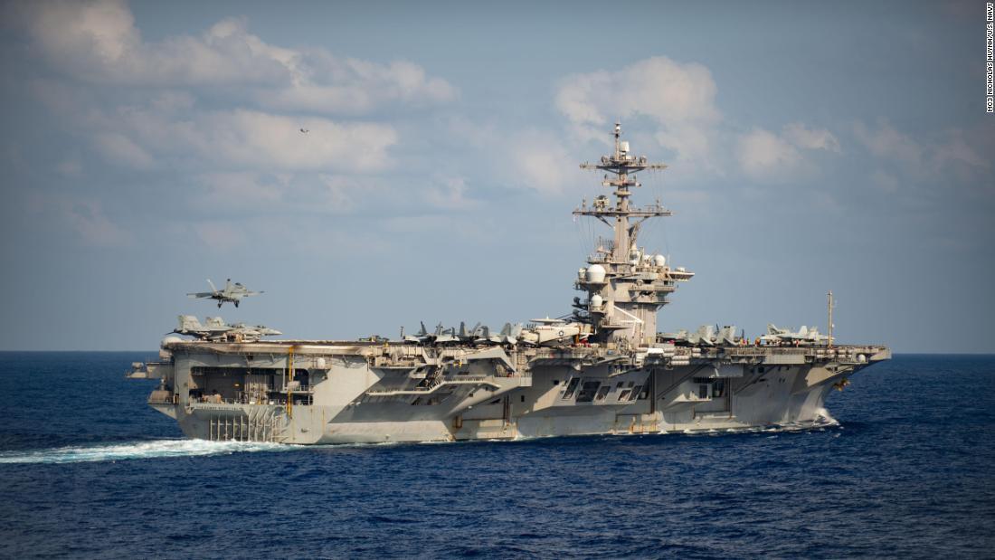 Menghapus USS Theodore Roosevelt kapten itu nekat