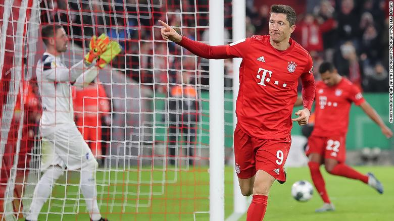 MUNICH, GERMANY - FEBRUARY 05: Robert Lewandowski of FC Bayern Muenchen celebrates after scoring his team`s fourth goal during the DFB Cup round of sixteen match between FC Bayern Muenchen and TSG 1899 Hoffenheim at Allianz Arena on February 5, 2020 in Munich, Germany. (Photo by Christian Kaspar-Bartke/Bongarts/Getty Images)