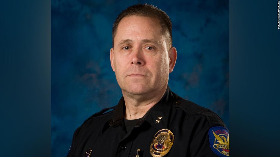 Polizei-Kommandant getötet, zwei Offiziere erschossen Reaktion auf häusliche Gewalt-Aufruf
