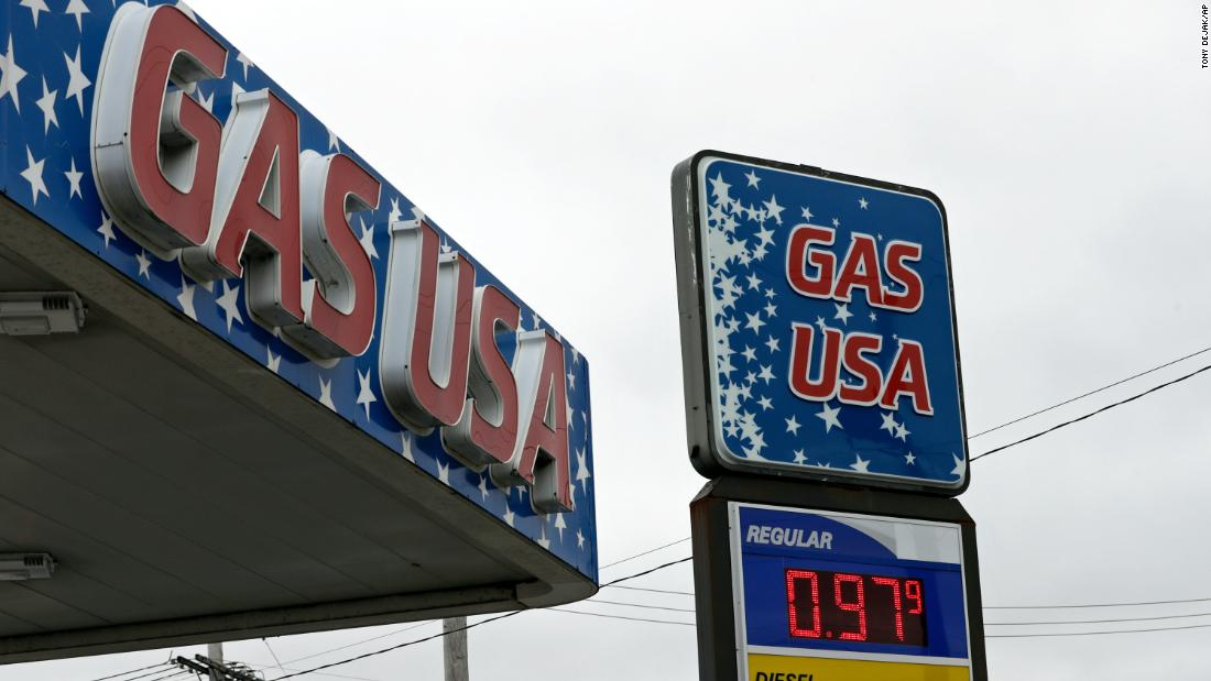 Gas prices fall below $2 a gallon on average in the United States thumbnail