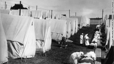 Nurses care for victims of the influenza pandemic outdoors in 1918 in Lawrence, Massachusetts.