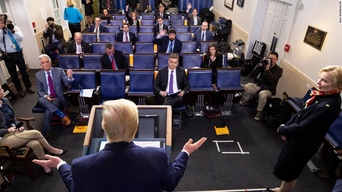 Tatsache check: Trump wieder in die Irre führt, auf ventilator-Knappheit und coronavirus-timeline an off-topic-briefing