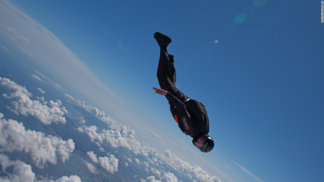 Skydiving into the jet stream to promote sustainable energy