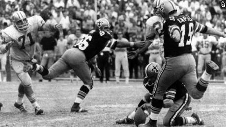 Tom Dempsey breaks the NFL field goal record with a 63-yarder during a November 1970 game.