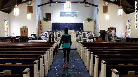 Igrejas realizam cultos no Domingo de Ramos, apesar das proibições estaduais