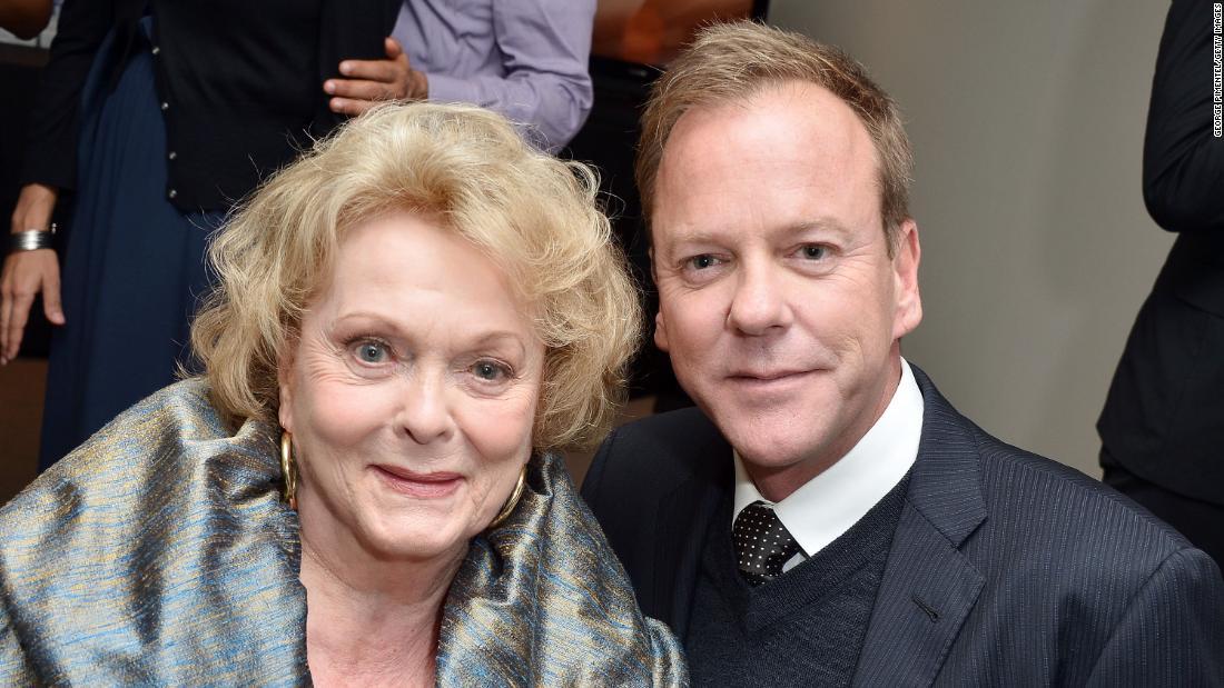 Kiefer Sutherland, θυμάται η μητέρα του Shirley Douglas