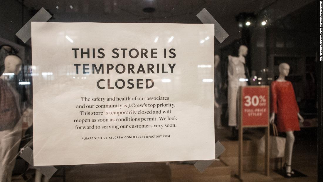 Jutaan pekerjaan yang beresiko sebagai fashion dan penjualan barang mewah jatuh dari tebing