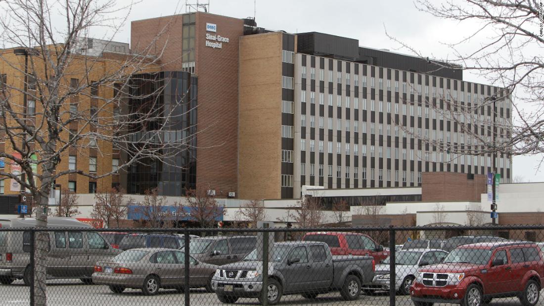 Detroit perawat rumah sakit menolak untuk bekerja tanpa bantuan lebih lanjut, diperintahkan untuk meninggalkan