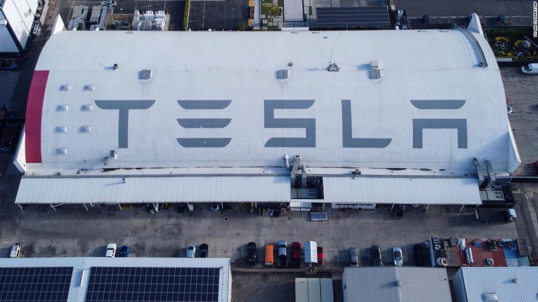 Tesla cuti staf dan garis miring gaji