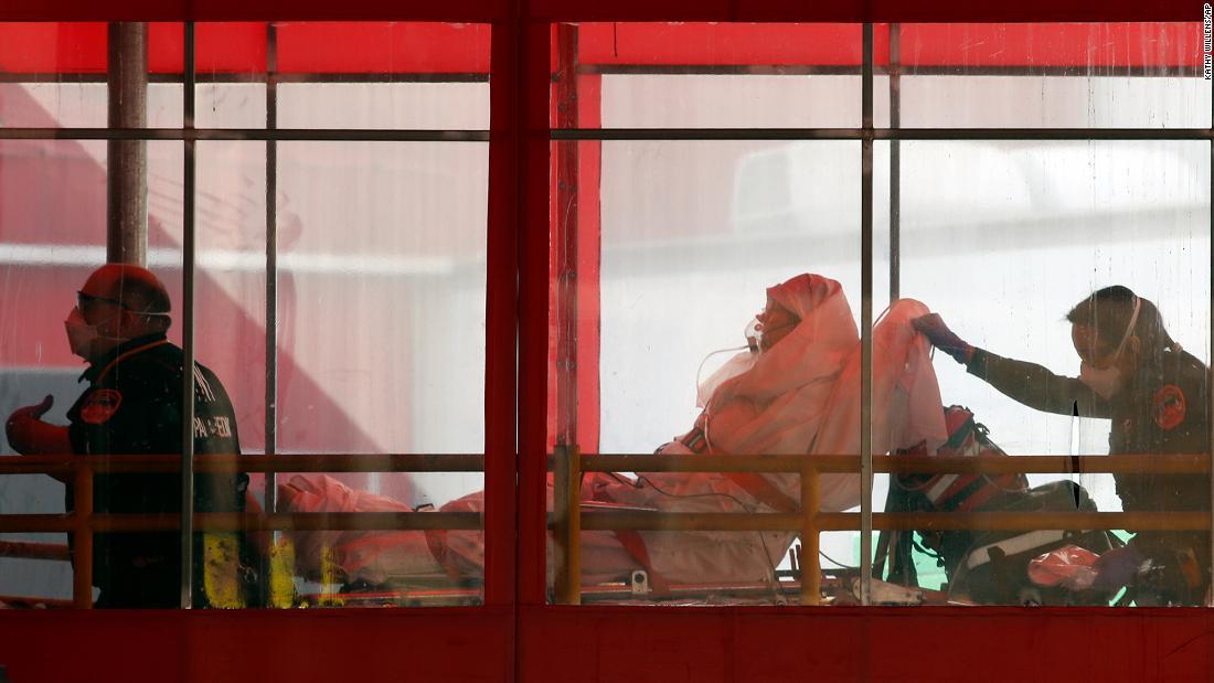 Negara amerika serikat lomba untuk melawan coronavirus kasus dengan lama ditunggu-tunggu medis pengiriman