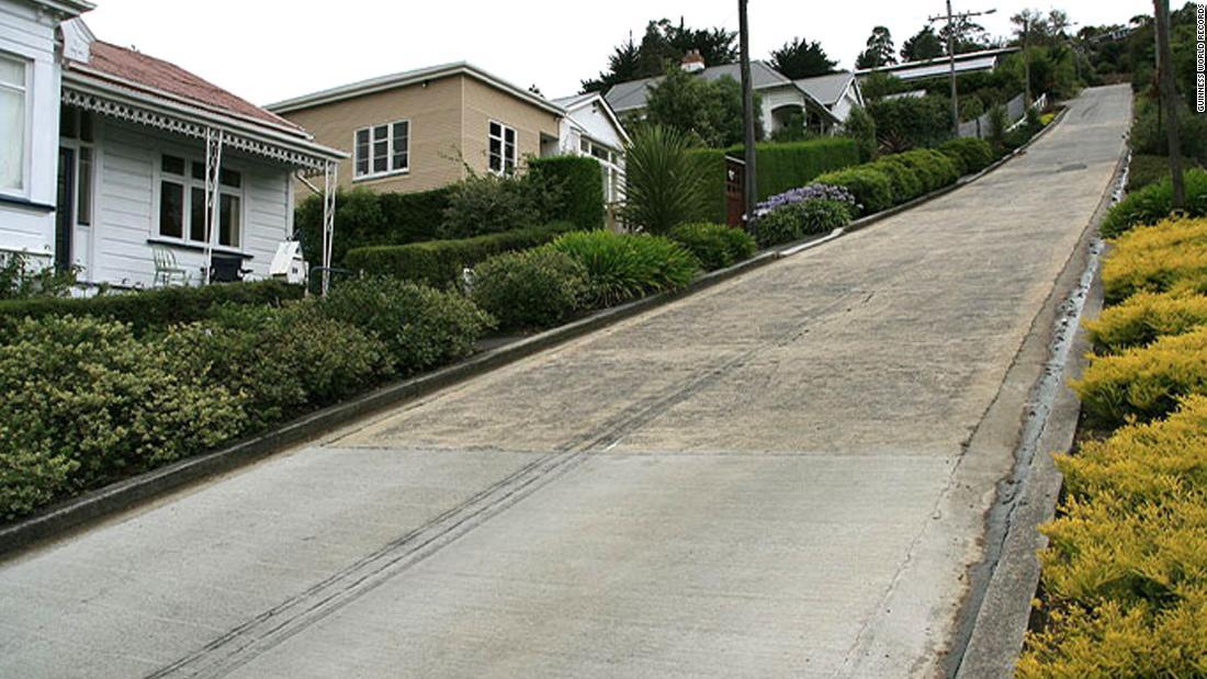 Jalan ini sekali lagi paling curam di dunia setelah Guinness World Records membalikkan keputusan