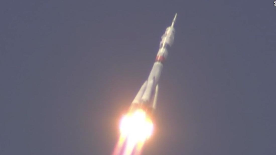 Η NASA αστροναύτης, ρώσους κοσμοναύτες εκτόξευσης στο διαστημικό σταθμό κατά τη διάρκεια μιας πανδημίας