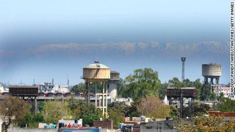 Les Indiens peuvent voir l'Himalaya pour la première fois depuis & # 39;  Contrats, & # 39;  Parce que le verrouillage réduit la pollution de l'air