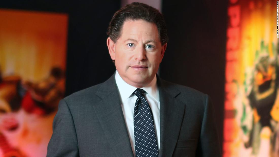 Bobby Kotick, Activision Blizzard CEO, gives his phone number to 10,000 employees - CNN thumbnail