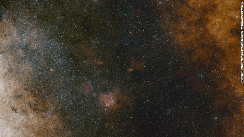 This image shows star clouds towards the center of the Milky Way.