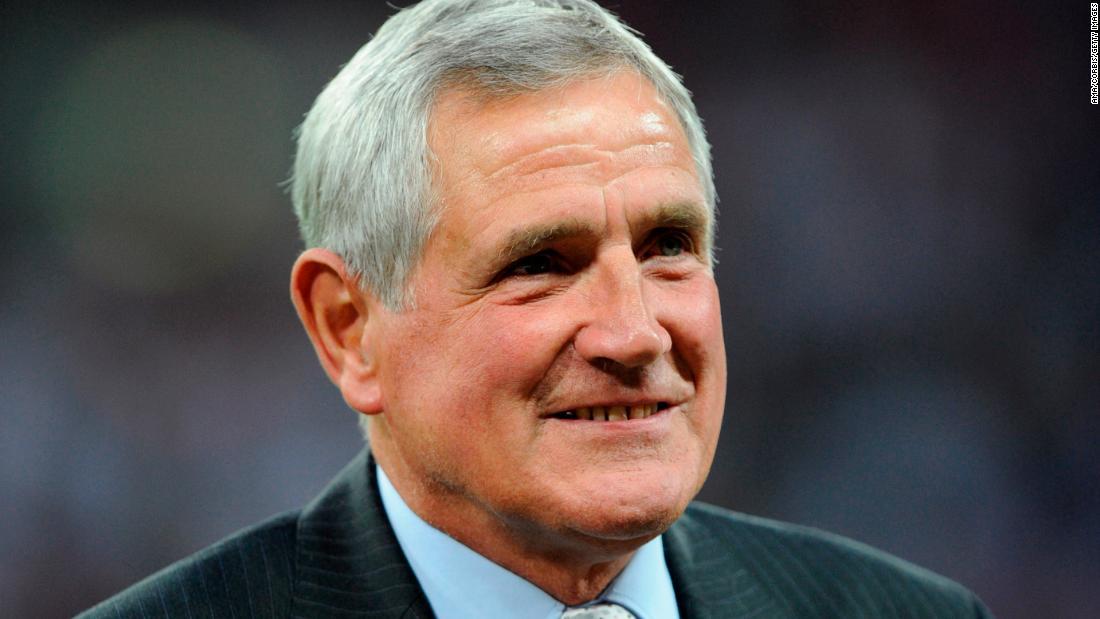 'Bites Yer Legs' soccer legend dies aged 76