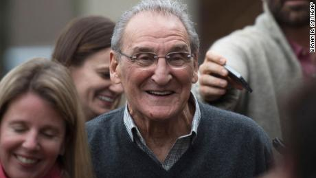 Vincent Asaro in 2015 after he was acquitted in a Brooklyn federal court for charges linked to the 1978 Lufthansa heist.