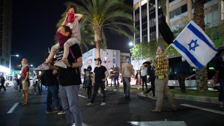 200420085313-04-tel-aviv-protest-0419-ex