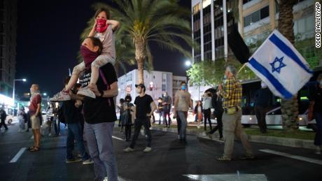 Photos show Israelis protesting against Netanyahu, two meters apart