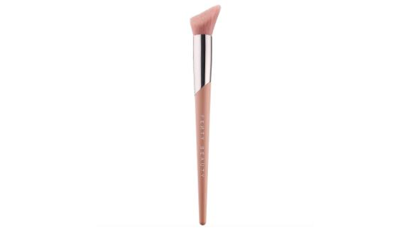 Fenty Beauty Cheek-Hugging Highlight Brush