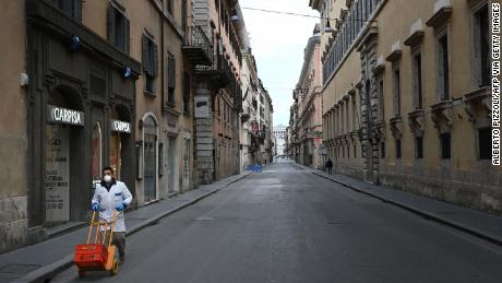 One of Rome's main shopping streets, Via del Corso, is deserted on March 12.