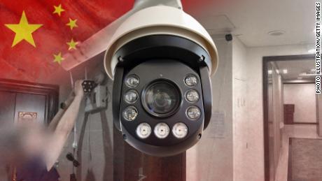 چین دوربین های نظارتی را جلوی درهای ورودی مردم ... و گاهی در خانه هایشان نصب می کند