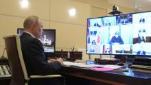 Martedì il presidente russo Vladimir Putin presiede una riunione di videoconferenza con i capi delle regioni russe sulla situazione del coronavirus.