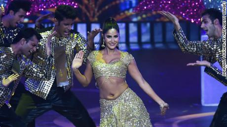 Bollywood actress Katrina Kaif performs on stage during the 20th International Indian Film Academy (IIFA) Awards at NSCI Dome in Mumbai on September 18, 2019. (Photo by INDRANIL MUKHERJEE / AFP)        (Photo credit should read INDRANIL MUKHERJEE/AFP via Getty Images)