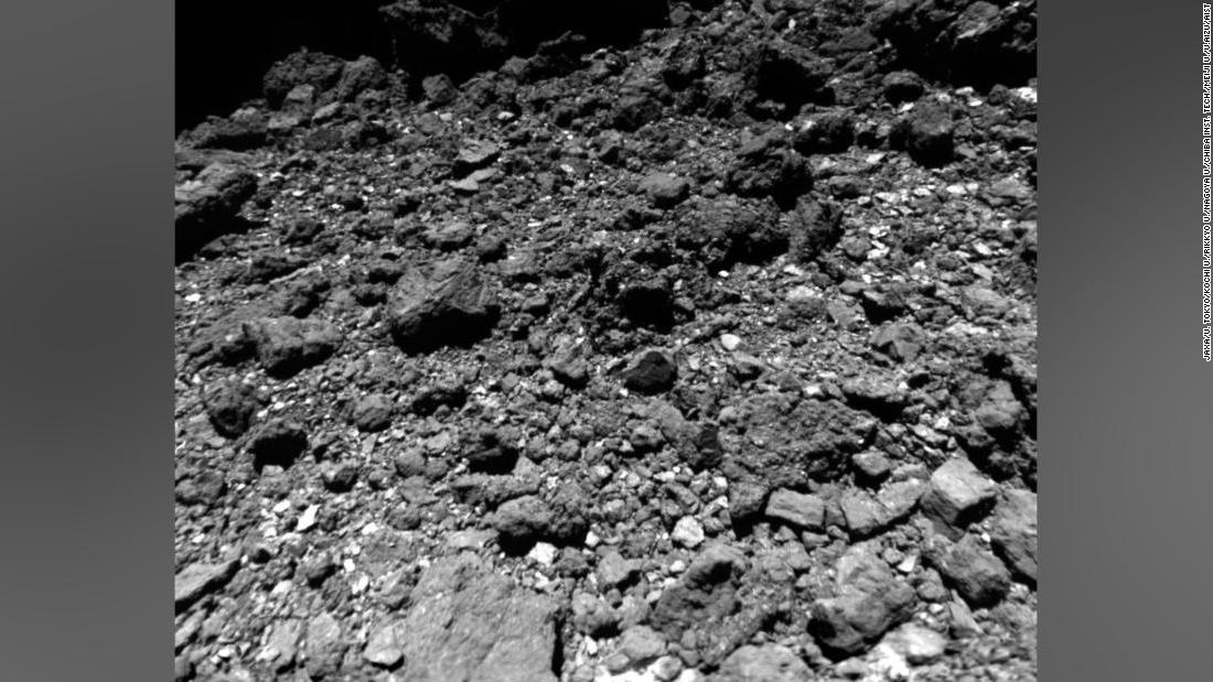200507123017-ryugu-asteroid-surface-haya
