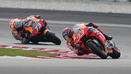 Marc (R) and Alex Marquez race at the Sepang 2020 test.