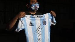 Diego Maradona autographs shirt to help poor district of Buenos Aires