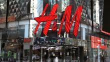 A picture of the exterior of a New York City H&M store.