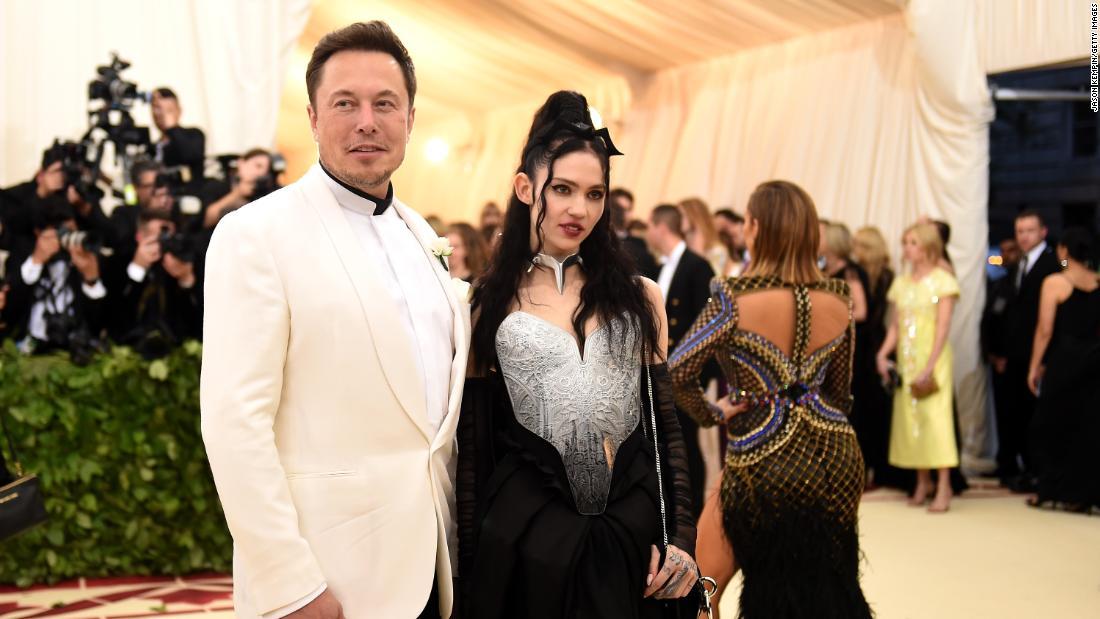 Elon Musk và Grimes đã thay đổi tên của con họ. Một chút.