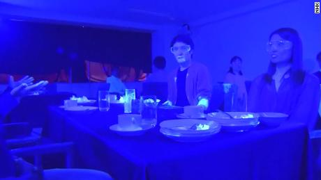 Black light experiment shows how quickly a virus like Covid-19 can spread at a restaurant