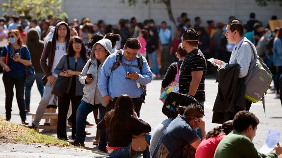 México pierde miles de empleos formales en abril El Instituto Mexicano del  Seguro Social informó que el país registró un aumento de pérdidas de  empleos formales en abril a consecuencia de la disminución de actividades  por el coronavirus. Gabriela Frías ...