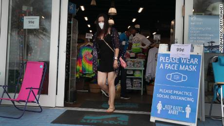 WHO urges nations to encourage the public to wear face masks of fabric in which coronavirus spreads