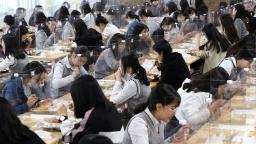 Hundreds of South Korea schools close again after reopening