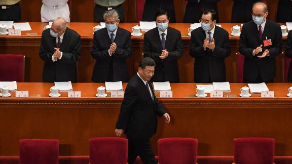 Chinese President Xi Jinping (C) arrives for the opening session of the National People's Congress (NPC) at the Great Hall of the People in Beijing on May 22, 2020.