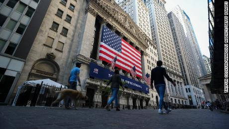 Stocks and bonds send mixed signals about economy