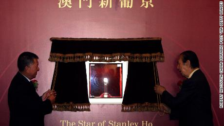 "Macao SAR Chief Executive Edmund Ho and Stanley Ho unveiling ""The Star of Stanley Ho"" at the Grand Lisboa in 2007. The 218-carat diamond, named after Ho, is ""on permanent display"" in the lobby, according to the hotel."