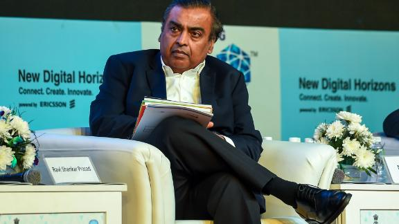 India's richest man and oil-to-telecom conglomerate Reliance Industries chairman Mukesh Ambani (R) attends the India Mobile Congress 2018 in New Delhi on October 25, 2018. - The second edition of the India Mobile Congress is taking place in New Delhi from 25-27 October. (Photo by CHANDAN KHANNA / AFP)        (Photo credit should read CHANDAN KHANNA/AFP via Getty Images)